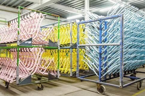 assemblieren von lackierten Fahrradrahmen